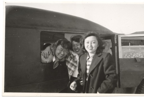 Girls and the Jeep (ddr-one-2-428)