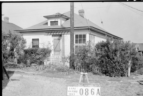 House labeled East San Pedro Tract 086A (ddr-csujad-43-124)