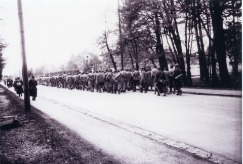 Prisoners on the death march from Dachau concentration camp (ddr-densho-22-112)