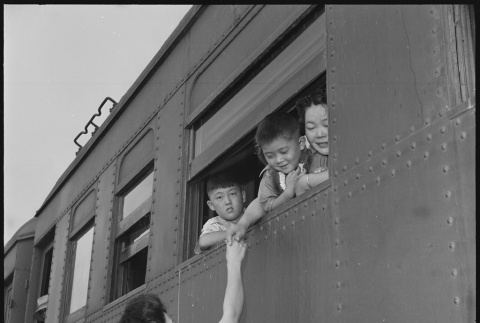 Japanese Americans transferring to a different camp (ddr-densho-37-792)