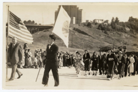 Two men hold flags at the front of a procession (ddr-sbbt-4-10)