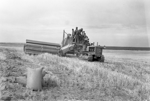 Harvesting with a tractor (ddr-fom-1-44)