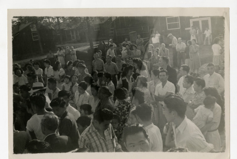 Volunteers leaving from Jerome camp to Tule Lake camp (ddr-csujad-38-297)