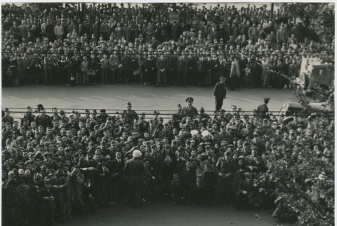 Crowd gathers to see General MacArthur (ddr-densho-299-146)