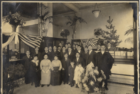 Group photograph inside a business (ddr-sbbt-1-20)