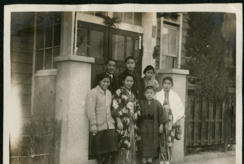 Group photograph in front of house (ddr-densho-359-842)