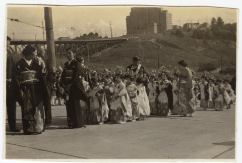 Women and children line up for a procession (ddr-sbbt-4-12)