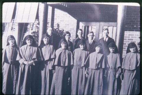 Nuns and priests outside Maryknoll (ddr-densho-330-100)
