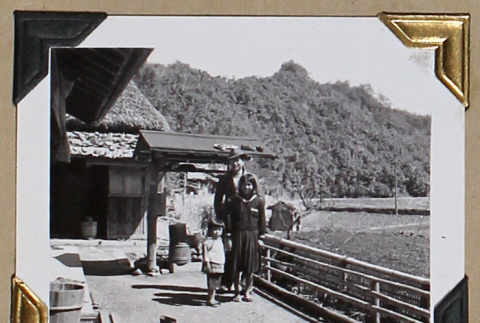 Tokeo Tagami and two children (ddr-densho-404-300)
