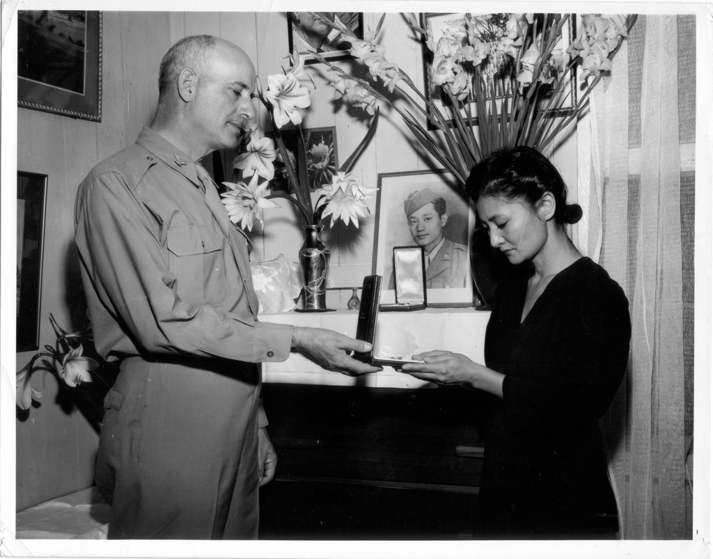 photo essay honoring fallen wwii ese american iers 4 service at the tacoma buddhist church 1949 seattle nisei veterans committee collection